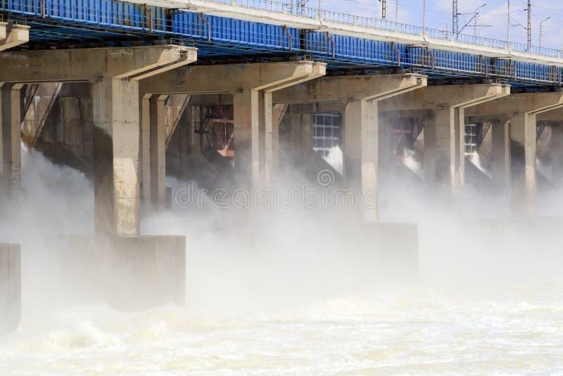 Risistemazione di acqua alla stazione di forza idroelettrica fotografie stock libere da diritti