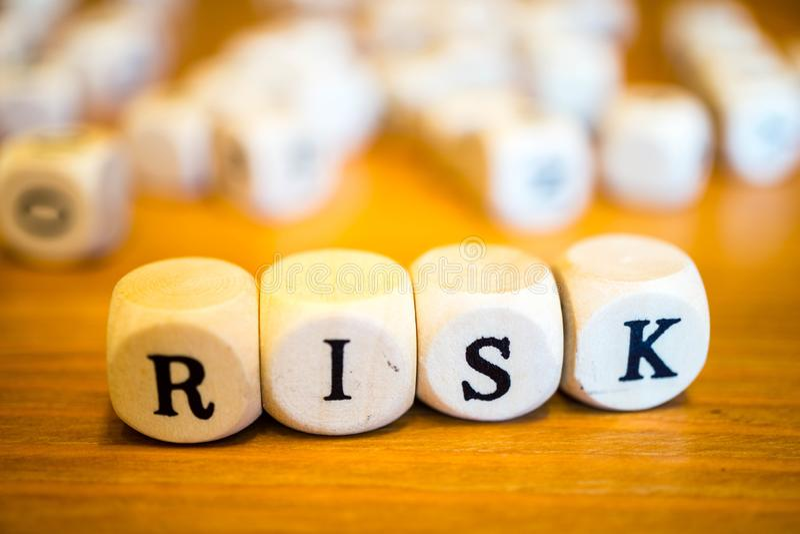Risk som är skriftlig med träkuber royaltyfria bilder