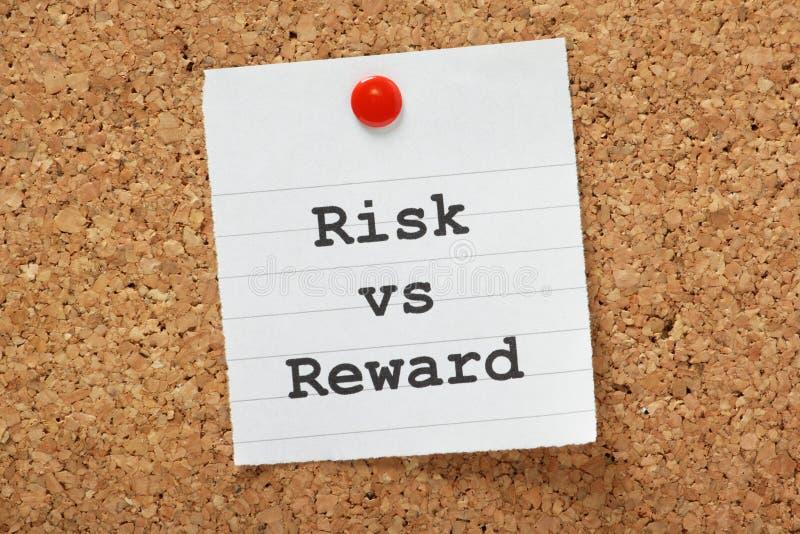 Risk VS belöning royaltyfri bild