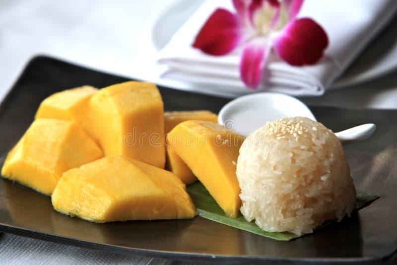 Riso appiccicoso del mango, Tailandia fotografia stock