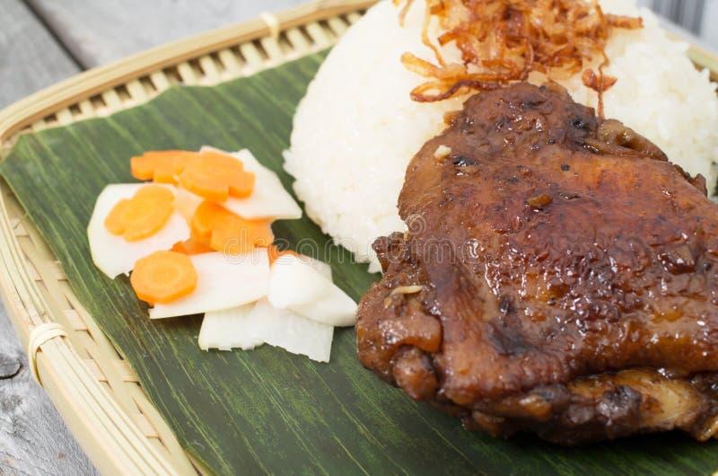 Riso appiccicoso vietnamita e pollo marinato fotografia stock