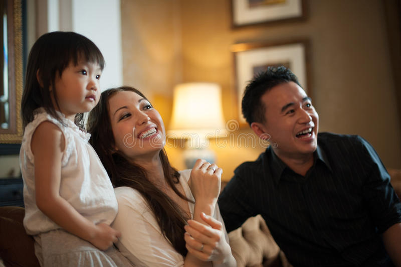 Riso asiático atrativo da família fotos de stock royalty free