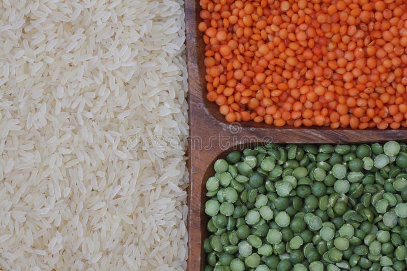 Riso bianco, lenticchie rosse e piselli immagini stock libere da diritti