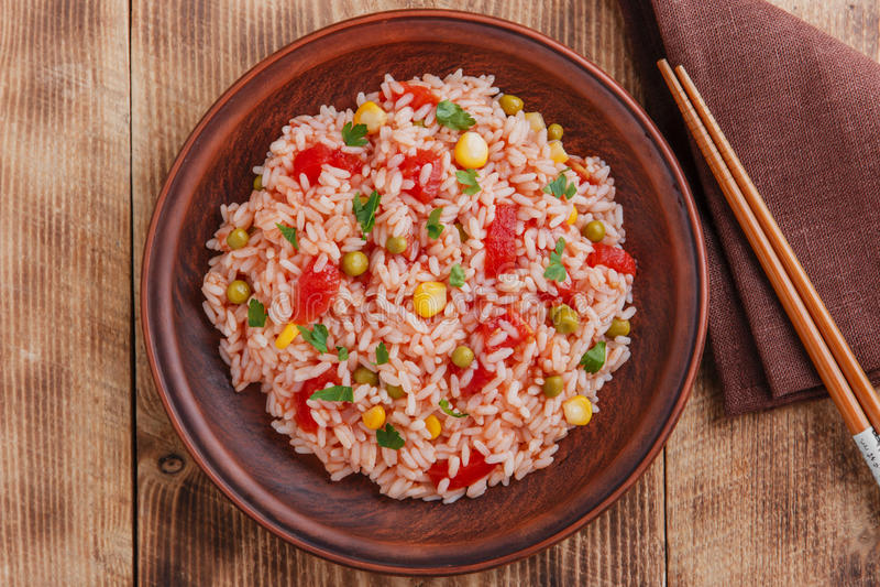 Download Riso Con Il Cereale Del Pomodoro Immagine Stock - Immagine di domestico, bianco: 56883075