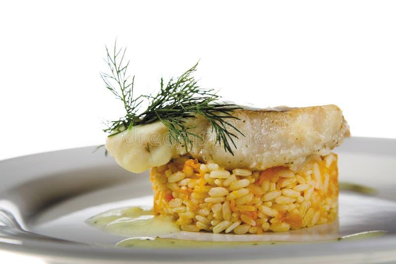 Riso cucinato con il bacalalado in dettaglio del piatto fotografia stock