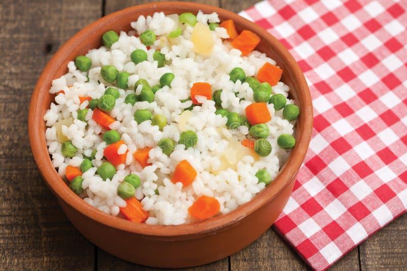 Riso cucinato con le verdure fotografia stock