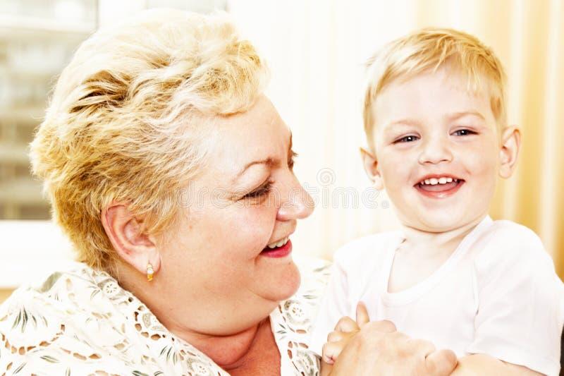 Riso da avó e do neto imagens de stock royalty free