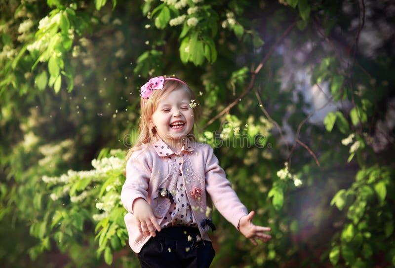 Riso da menina da criança imagem de stock royalty free