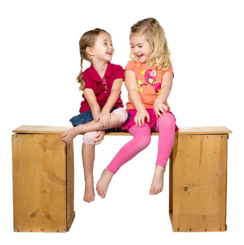 Riso de duas crianças imagens de stock