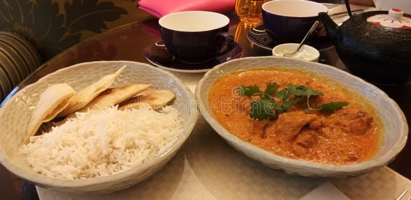 Riso delle focaccine al latte e pollo indiani di Marsala immagini stock
