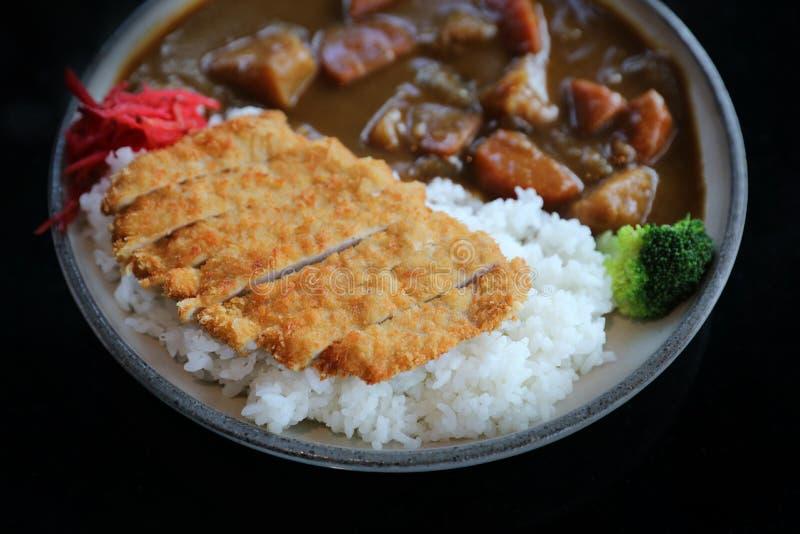 Riso di curry con l'alimento giapponese infornato della carne di maiale fotografie stock