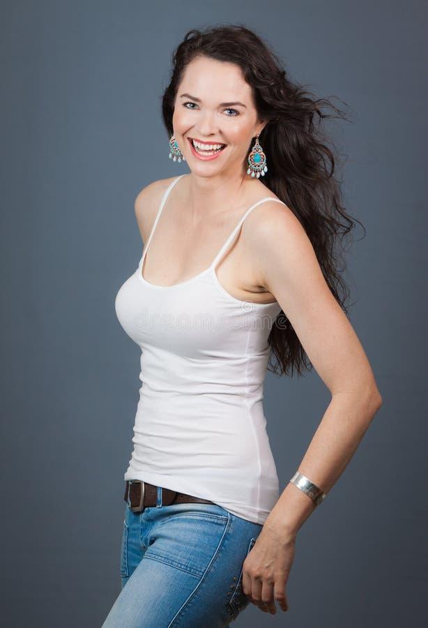 Riso feliz bonito da mulher nova imagem de stock royalty free