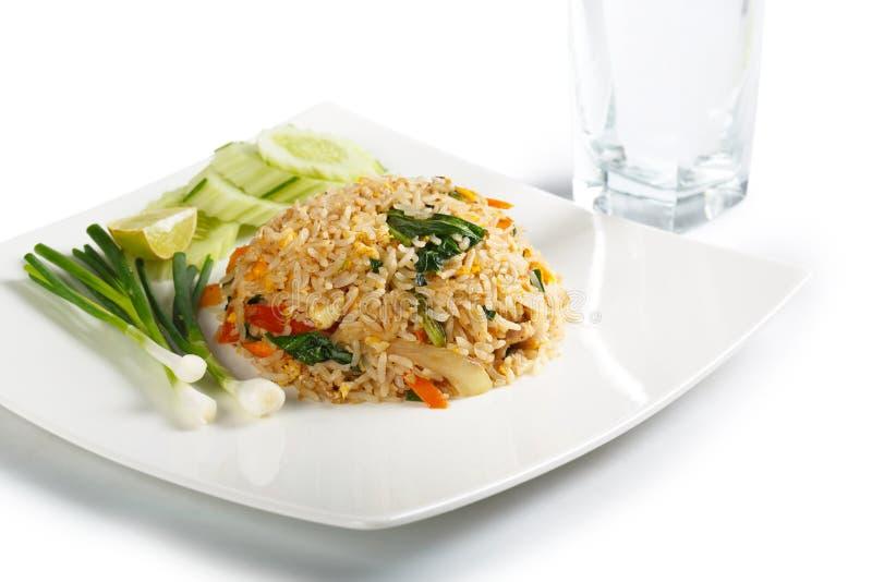 Riso fritto dell'asiatico con le uova, il mais ed il prezzemolo fotografia stock