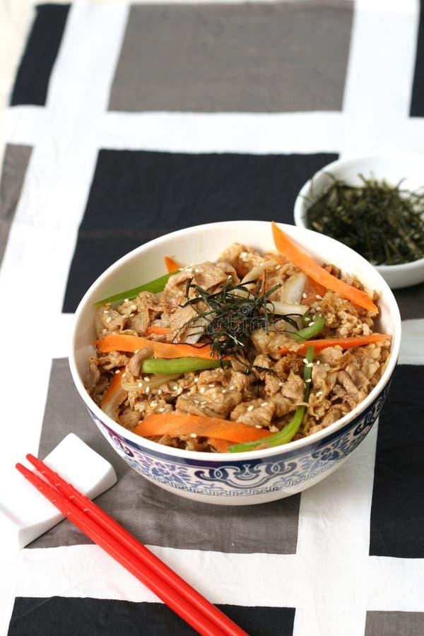 Riso giapponese pronto e squisito del alimento-manzo fotografie stock