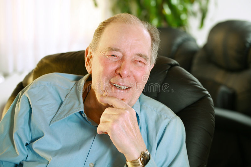 Riso idoso do homem fotografia de stock royalty free