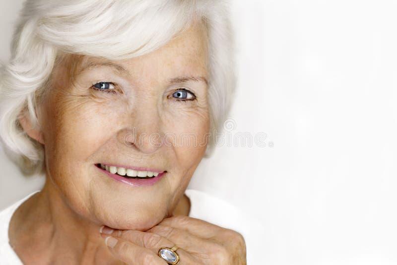 Riso sênior da mulher foto de stock