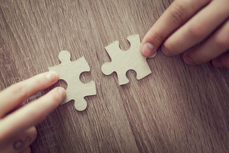Risolva il puzzle immagini stock