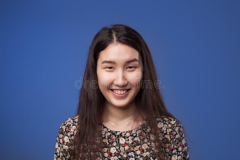 Risos asiáticos da menina fotografia de stock royalty free