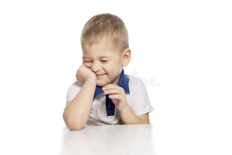 Risos bonitos do rapaz pequeno, isolados no fundo branco fotografia de stock royalty free