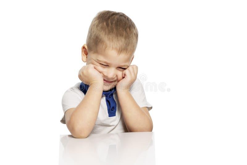 Risos bonitos do rapaz pequeno, isolados no fundo branco fotos de stock royalty free