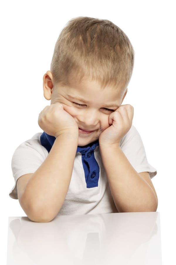 Risos bonitos do rapaz pequeno, isolados no fundo branco foto de stock