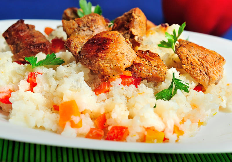 Download Risotto avec de la viande image stock. Image du closeup - 45360403