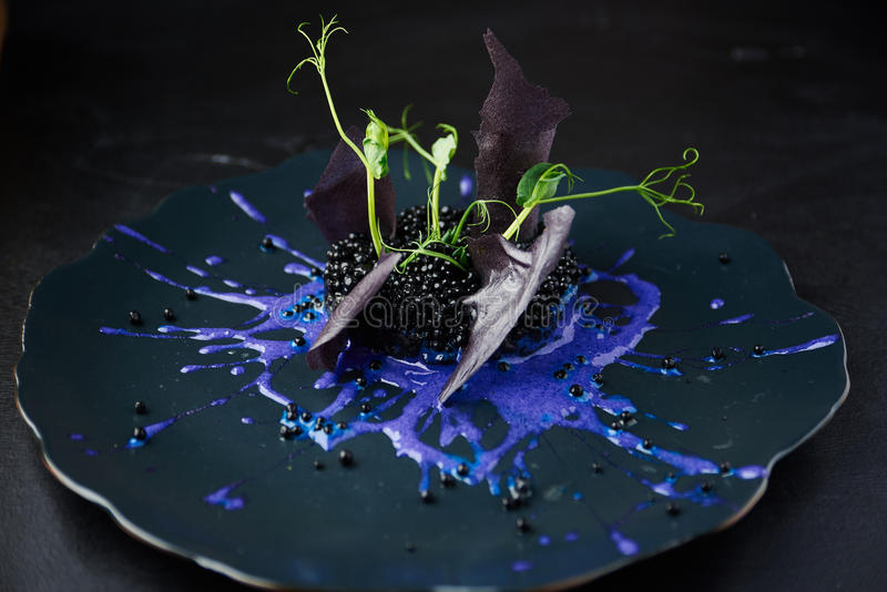 Risotto avec l'encre de seiches et le caviar noir photos libres de droits