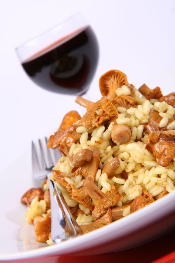 Risotto com cogumelos e vinho imagens de stock royalty free