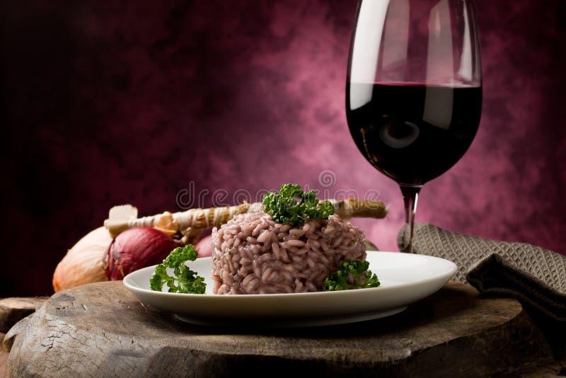 Risotto com vinho vermelho foto de stock
