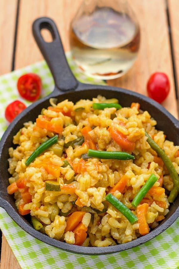Risotto con le carote, lo zucchini ed i fagiolini fotografia stock libera da diritti