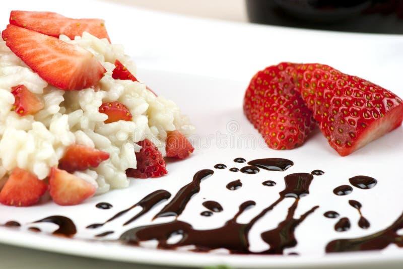 risotto de fraise avec du vinaigre balsamique italien traditionnel image stock image du sain. Black Bedroom Furniture Sets. Home Design Ideas