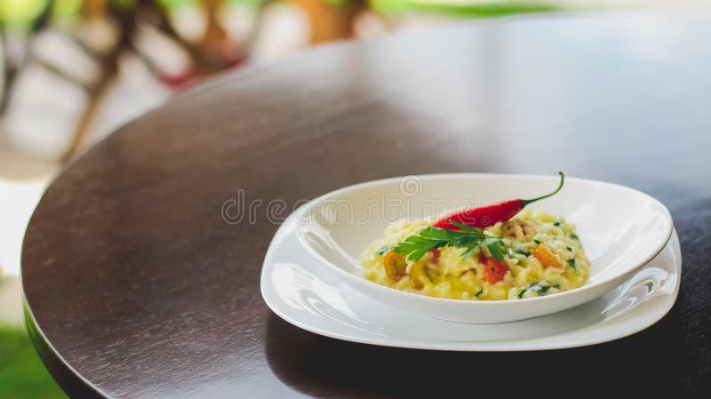 risotto de fromage avec un poivre images libres de droits