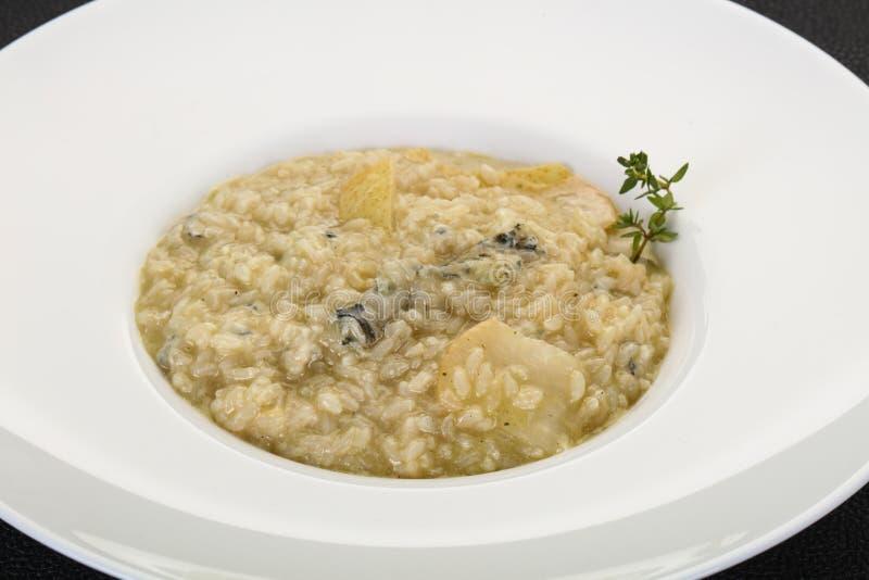 Risotto med p?ronet och gorgonzola arkivbilder
