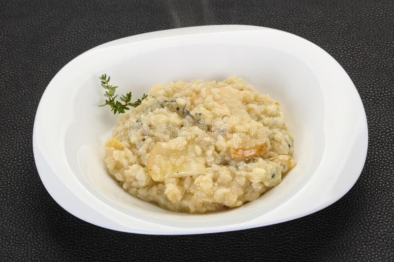 Risotto med p?ronet och gorgonzola royaltyfri bild