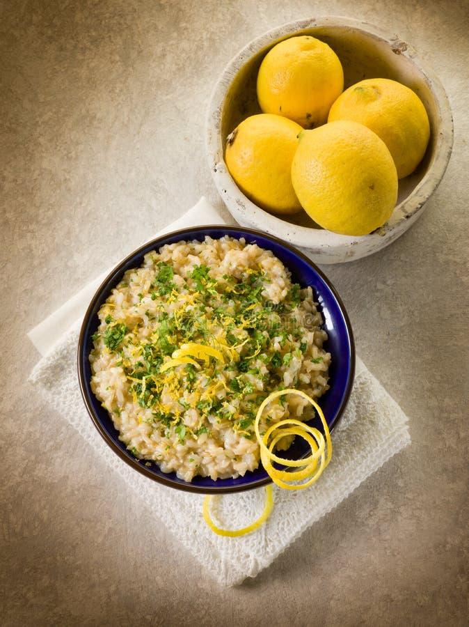 Risotto mit Zitrone und Petersilie stockbild