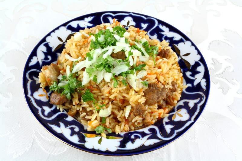 Risotto oriental cocinado, carne con el arroz, primer foto de archivo