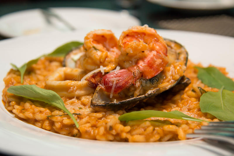 Risotto, Reis mit Meeresfrüchten, Lebensmittelnahaufnahme stockfotos
