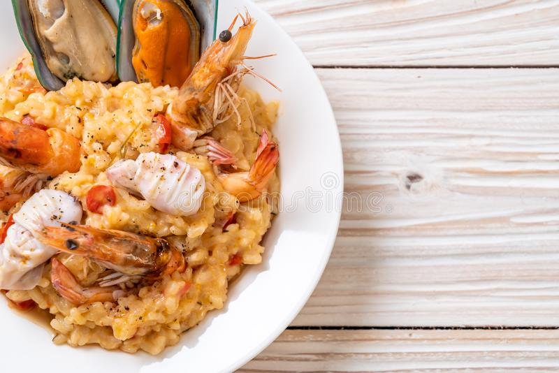 risotto with seafoods (shrimps, mussels, octopus, clams) and tomatoes royalty free stock photos