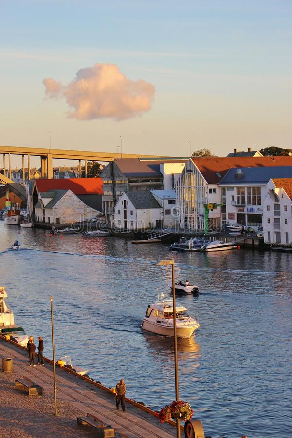 Risoy most i Smedasund cieśnina w Haugesund, Norwegia obraz royalty free