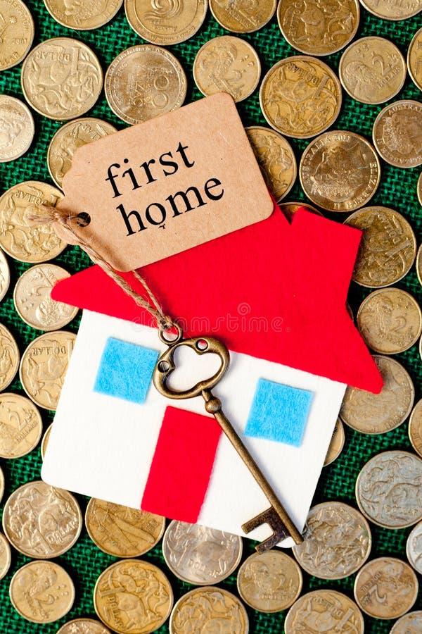 Risparmi soldi di casa - primo domestico fotografia stock libera da diritti