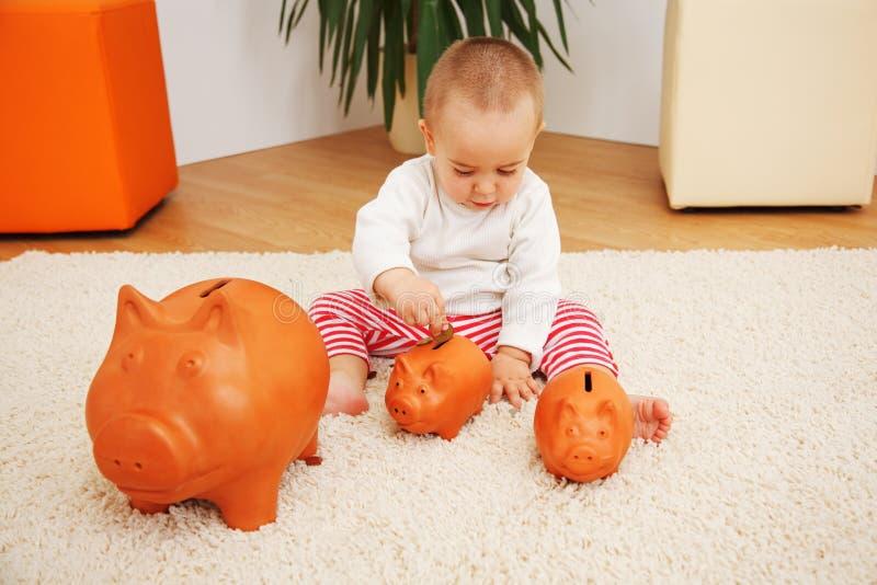 Risparmio, assicurazione o investimento iniziale metaforica fotografie stock