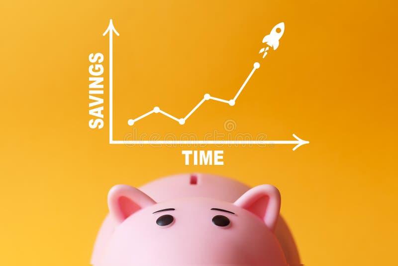 Risparmio e concetto di tempo porcellino salvadanaio con il grafico immagini stock libere da diritti