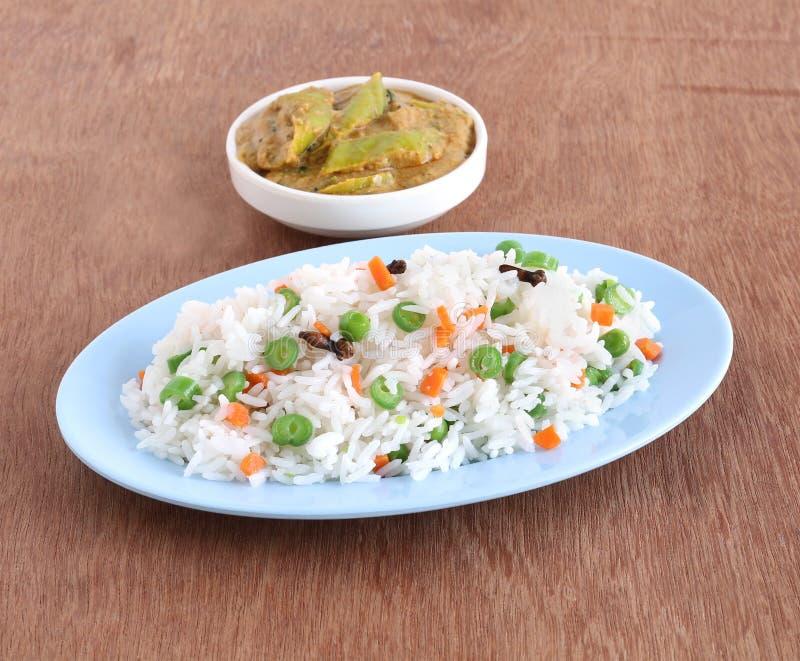 Rispilaff och curry arkivbild