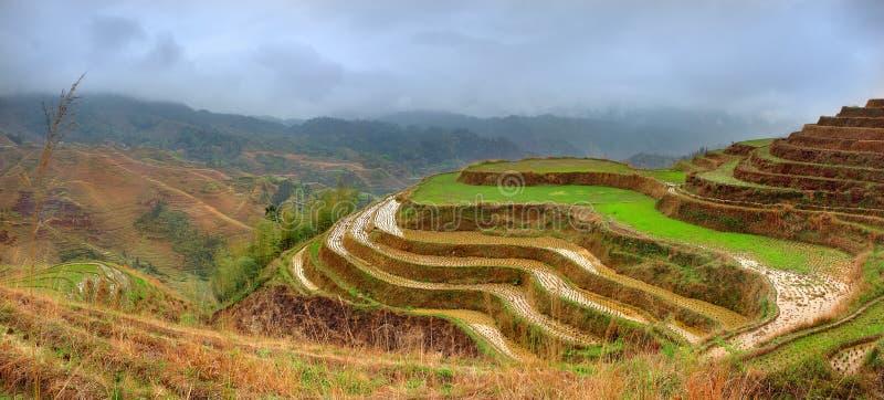 Risterrasser, Dazhai, nära Longsheng, Guangxi, Kina. Yao by Dazhai, Longsheng, Guanxi landskap, södra Kina. Guilin royaltyfri fotografi