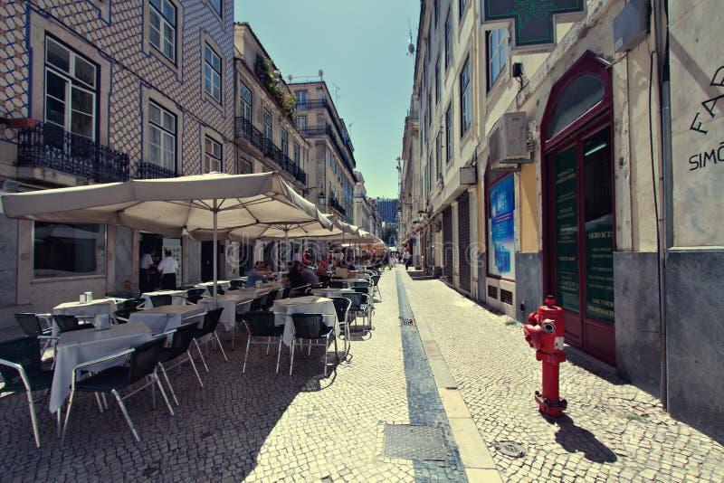 Ristorante al fresco a Lisbona, Portogallo fotografia stock