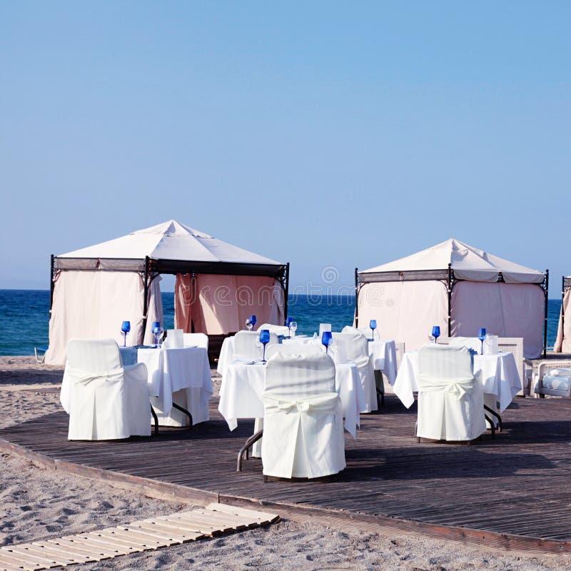 Ristorante All\'aperto Sulla Bella Spiaggia Della Località Di ...
