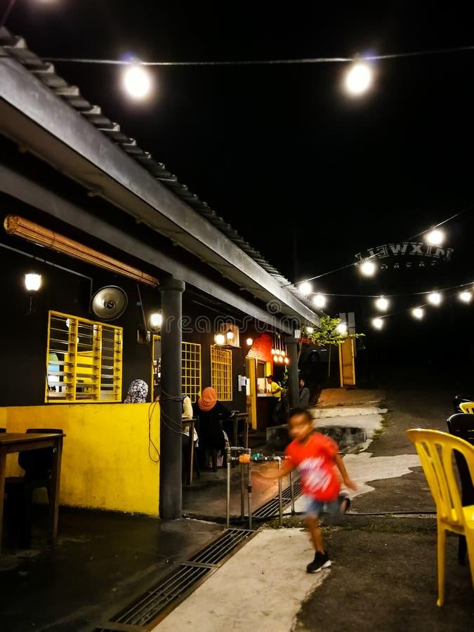 Ristorante alla notte in Malesia fotografie stock libere da diritti