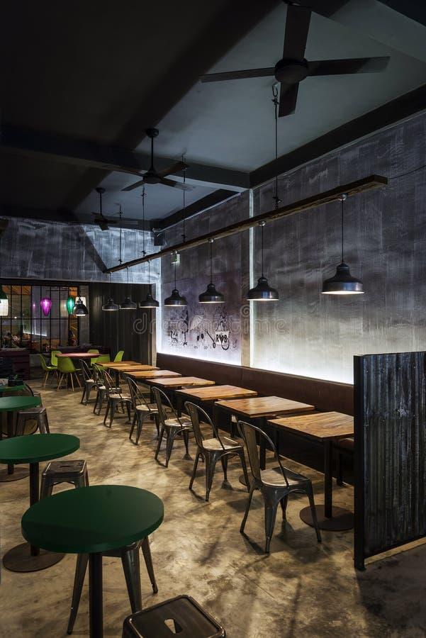 Ristorante contemporaneo industriale moderno di interior for Arredamento moderno di design industriale