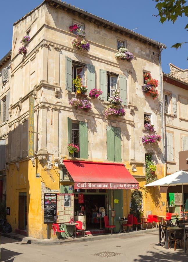 Ristorante del caffè del pub di Place du Forum Arles Francia Provenza Antivari fotografia stock