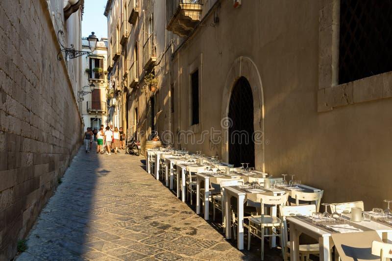 Ristorante della via in Ortigia, Siracusa fotografia stock libera da diritti